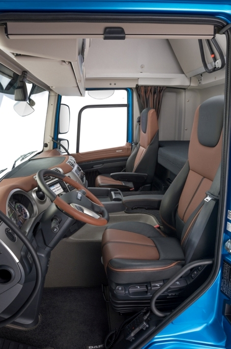 33 2017 - New DAF CF Exclusive Line - Interior - Export and Freight